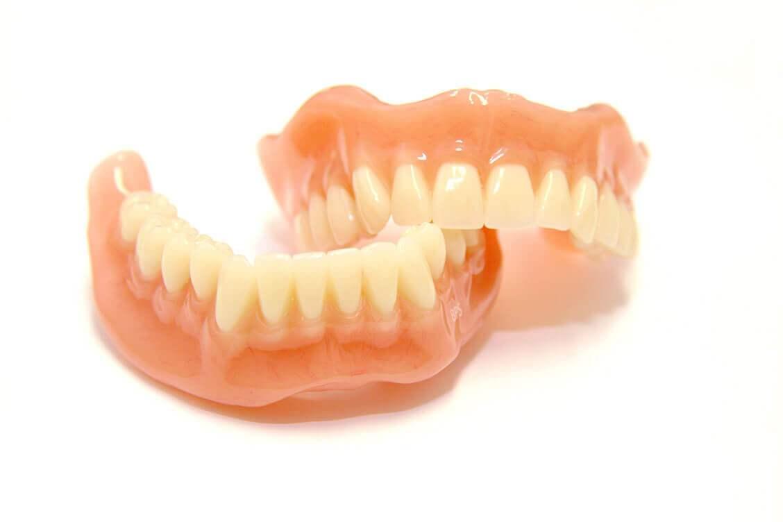 審美性・機能性の高い新しい入れ歯【生体機能的補綴システム(BPSデンチャー)】