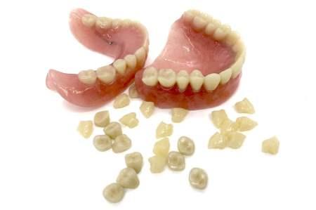 入れ歯の「歯」は自然に見える?