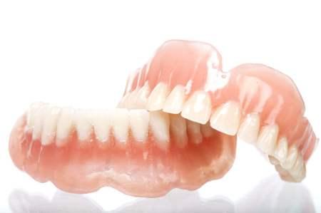 自由診療でつくる、総入れ歯とは?