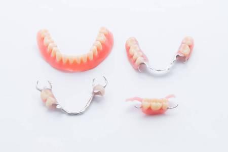 入れ歯の種類に合わせて選択しよう