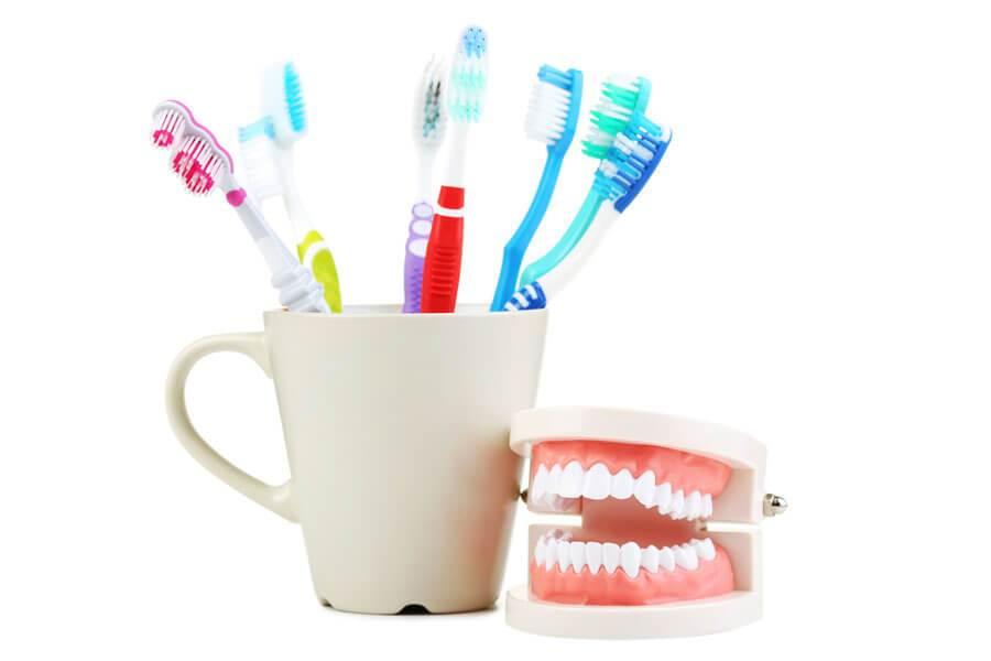 入れ歯を清潔に保とう!入れ歯のお手入れガイド