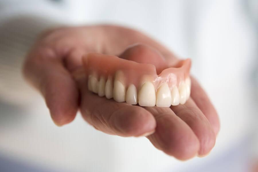 超音波の振動で汚れを除去する!入れ歯の超音波洗浄器をご紹介