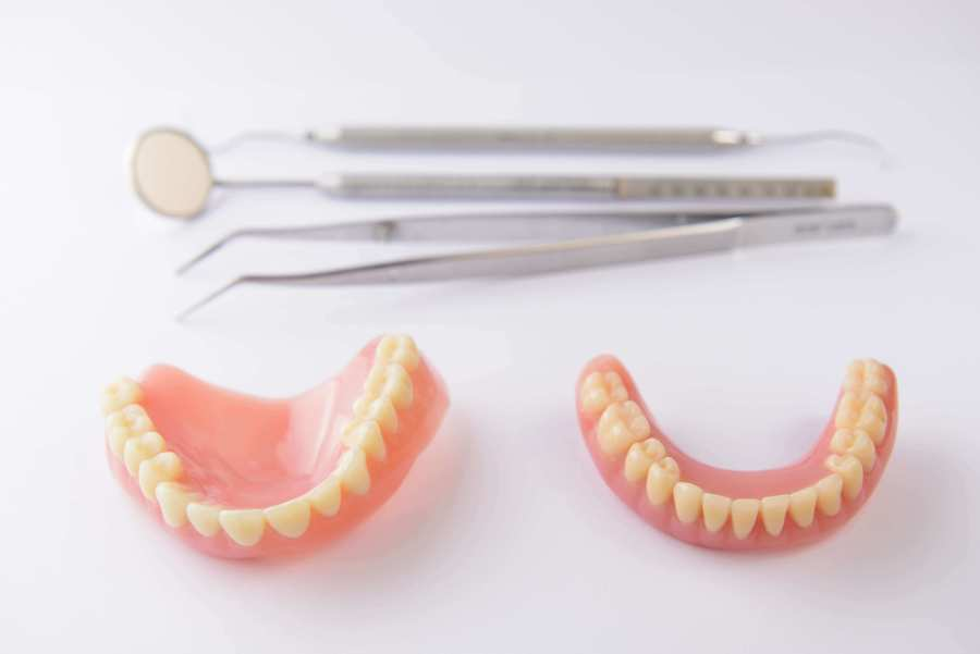 入れ歯トラブルの解決法|合わない・壊れた・歯の悩み